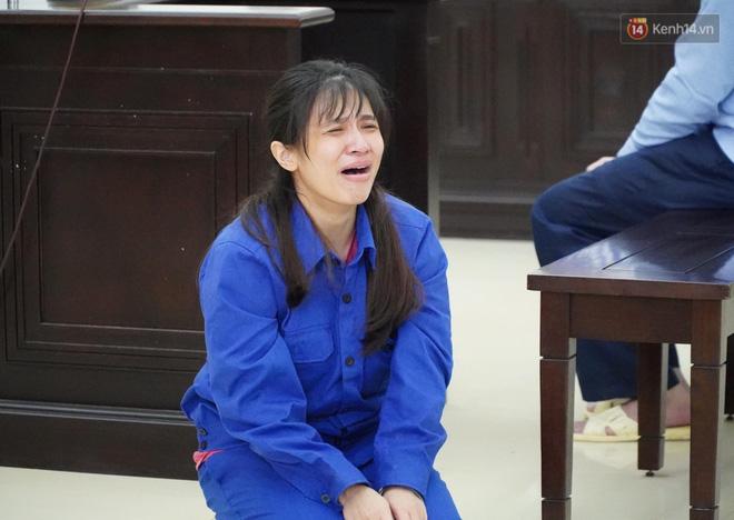 Nữ bị cáo bạo hành con gái 3 tuổi đến tử vong quỳ gối, gào khóc xin lỗi mẹ đẻ và bố mẹ chồng: Bị cáo chưa bao giờ thôi dằn vặt với bản thân mình-5