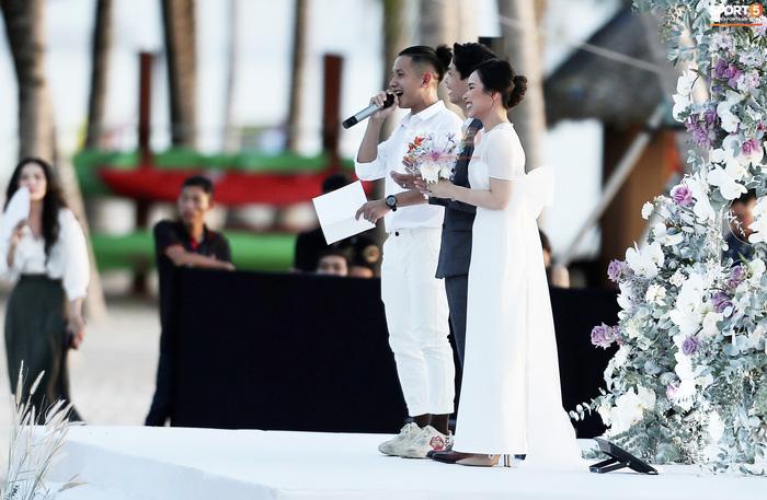 Nhan sắc cực phẩm của dàn tuyển thủ Việt Nam tham dự đám cưới Công Phượng ở Phú Quốc-7