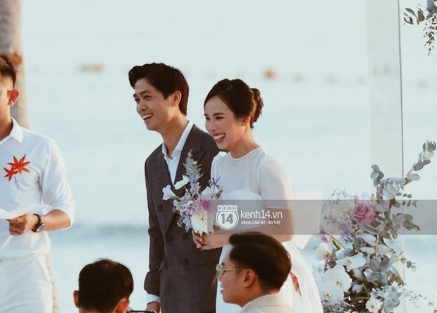 Bộ ảnh hôn lễ đẹp nức nở của Công Phượng - Viên Minh tại Phú Quốc: Nụ cười vỡ òa, cái nắm tay thật hơn bất cứ câu chuyện ngôn tình nào!-1