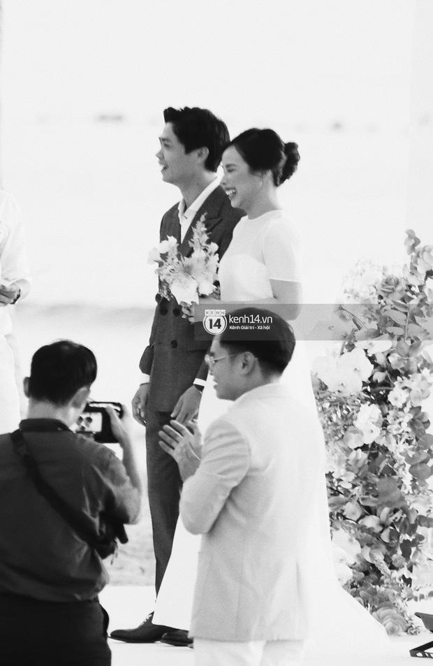 Bộ ảnh hôn lễ đẹp nức nở của Công Phượng - Viên Minh tại Phú Quốc: Nụ cười vỡ òa, cái nắm tay thật hơn bất cứ câu chuyện ngôn tình nào!-6