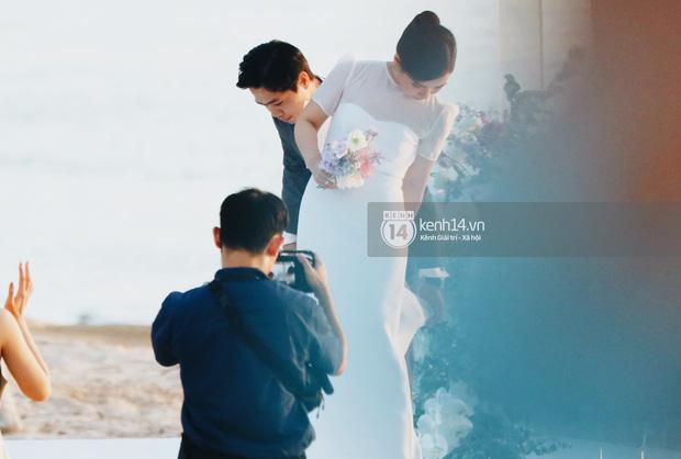 Bộ ảnh hôn lễ đẹp nức nở của Công Phượng - Viên Minh tại Phú Quốc: Nụ cười vỡ òa, cái nắm tay thật hơn bất cứ câu chuyện ngôn tình nào!-8