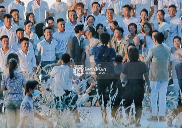 Bộ ảnh hôn lễ đẹp nức nở của Công Phượng - Viên Minh tại Phú Quốc: Nụ cười vỡ òa, cái nắm tay thật hơn bất cứ câu chuyện ngôn tình nào!-10
