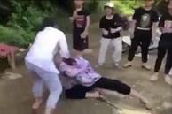 Nữ sinh lớp 8 bị nhóm bạn học 'quây' kín, đánh hội đồng dã man gây bức xúc