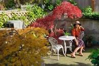Khu vườn đẹp trọn bốn mùa với từng góc nhỏ tĩnh lặng như mây của mẹ Việt lấy chồng Mỹ
