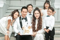 Vợ chồng Lý Hải lần đầu kể bí mật hôn lễ 1000 khách, tung bộ ảnh gia đình đông con nhất Vbiz mà gây sốt vì quá độc!