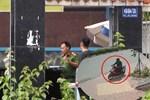 Đối tượng mặc áo Grab, mang theo súng và mìn cướp ngân hàng ở Hà Nội-2