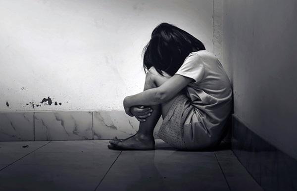 Chấn động: Bé gái 13 tuổi bị hơn 170 người cả phụ nữ lẫn đàn ông lạm dụng tình dục, danh tính kẻ đứng sau mọi chuyện gây phẫn nộ-2