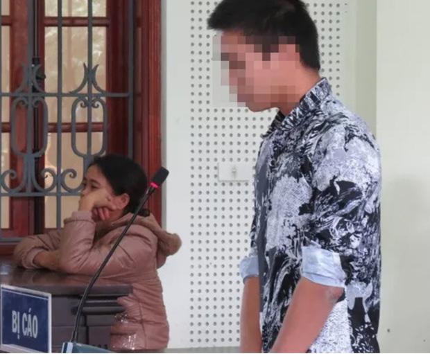 Vụ bé 5 tuổi bị trói 2 tay tử vong trong nhà hoang ở Nghệ An: Bị cáo bật khóc xin lỗi gia đình nạn nhân tại tòa, bị tuyên phạt 15 năm tù-1