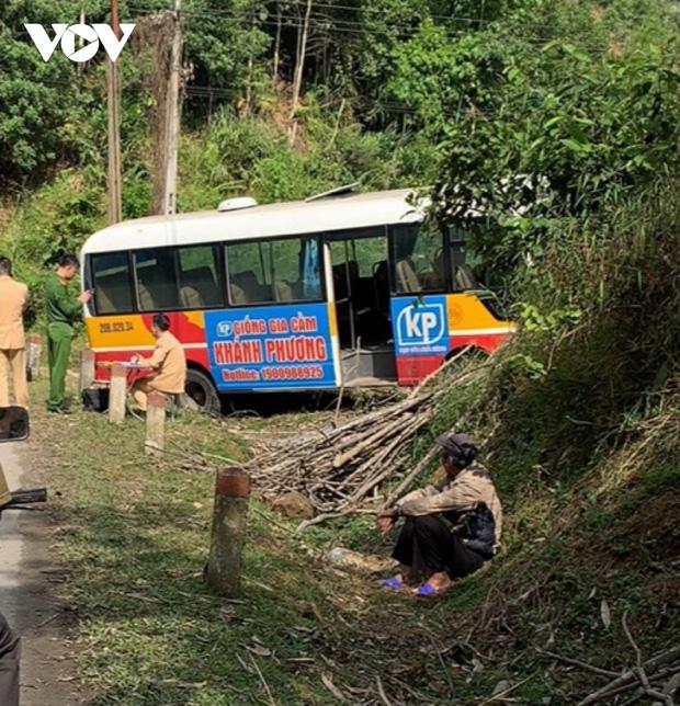 Xe bus mất phanh đâm vào taluy, 6 người bị thương ở Bắc Kạn-1