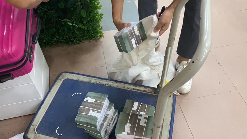 Thủy Tiên mang bao tải tiền, sẵn sàng hỗ trợ 7000 người dân ở Huế-3