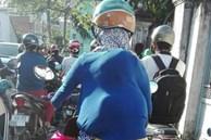 Em bé núp sau mẹ lưng như ninja trên đường phố, cảnh tượng vừa hài hước vừa cảm động vì manh áo mẹ luôn là tấm khiên bảo vệ an toàn nhất
