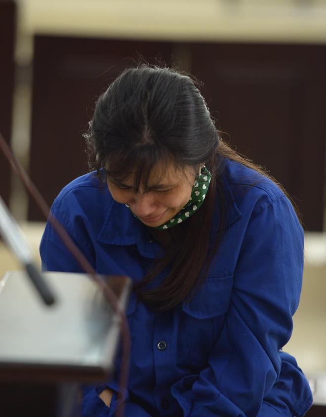 Tuyên án tử hình với bố dượng, tù chung thân với mẹ đẻ vụ bạo hành bé gái 3 tuổi tử vong-10