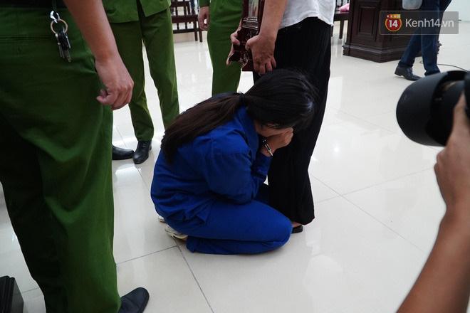 Nữ bị cáo bạo hành con 3 tuổi đến chết quỳ sụp xuống đất, cầu mong mẹ xin giảm án cho chồng: Chẳng còn ý nghĩa gì nữa khi chồng con chết-5