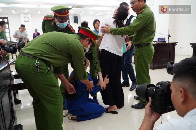 Nữ bị cáo bạo hành con 3 tuổi đến chết quỳ sụp xuống đất, cầu mong mẹ xin giảm án cho chồng: Chẳng còn ý nghĩa gì nữa khi chồng con chết-6