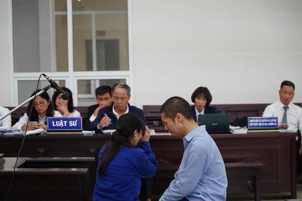 Vụ bạo hành con gái 3 tuổi tử vong: Con trai bị tuyên án tử, người bố chỉ biết lặng lẽ động viên con mạnh mẽ lên-2
