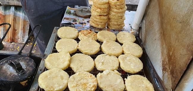 """Món bánh nhà nghèo lên đời"""" thành đặc sản hút khách Hà thành, ngày bán 500 chiếc-3"""