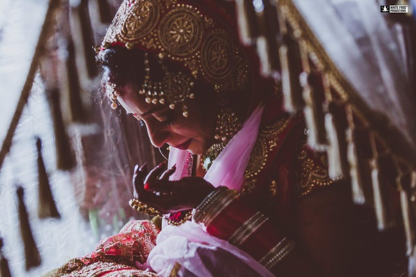 Hôn lễ vừa kết thúc, cô dâu chết lặng khi biết phải phục vụ 3 chồng trong cùng một gia đình và tục cho thuê vợ gây nhức nhối-2