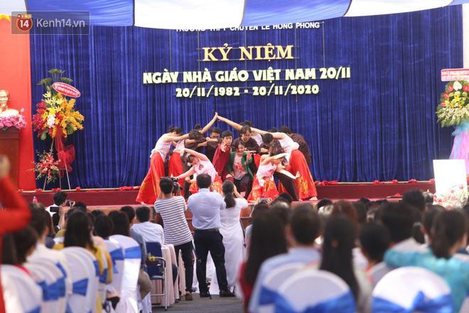 Ngày nhà giáo Việt Nam 20/11 tại các trường THPT: Học sinh bây giờ diễn văn nghệ đỉnh quá-22