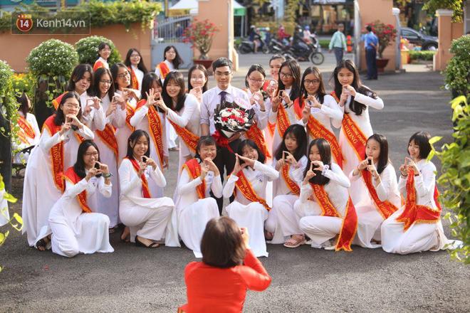Ngày nhà giáo Việt Nam 20/11 tại các trường THPT: Học sinh bây giờ diễn văn nghệ đỉnh quá-12