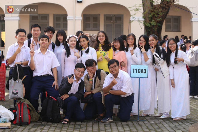 Ngày nhà giáo Việt Nam 20/11 tại các trường THPT: Học sinh bây giờ diễn văn nghệ đỉnh quá-14