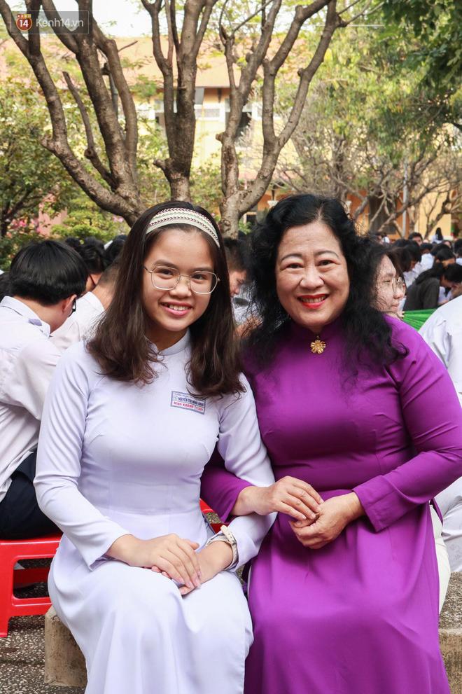 Ngày nhà giáo Việt Nam 20/11 tại các trường THPT: Học sinh bây giờ diễn văn nghệ đỉnh quá-10