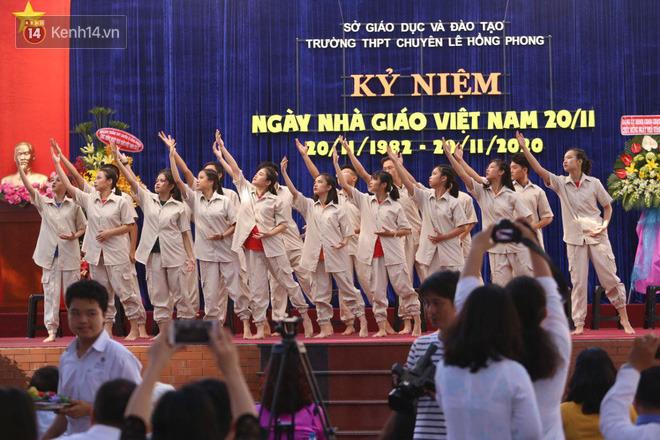 Ngày nhà giáo Việt Nam 20/11 tại các trường THPT: Học sinh bây giờ diễn văn nghệ đỉnh quá-25
