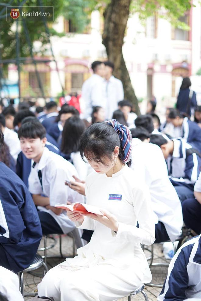 Ngày nhà giáo Việt Nam 20/11 tại các trường THPT: Học sinh bây giờ diễn văn nghệ đỉnh quá-6