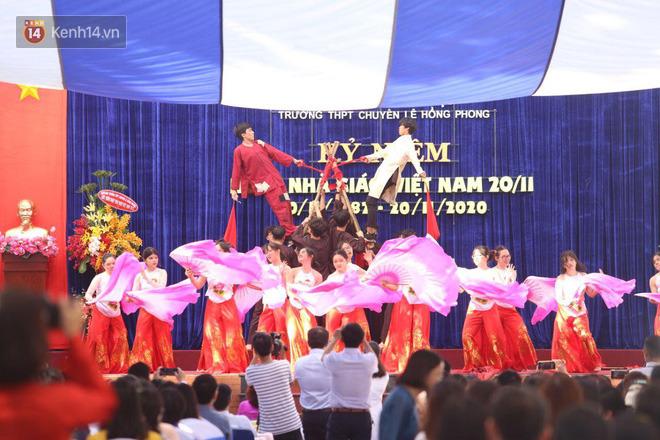 Ngày nhà giáo Việt Nam 20/11 tại các trường THPT: Học sinh bây giờ diễn văn nghệ đỉnh quá-21