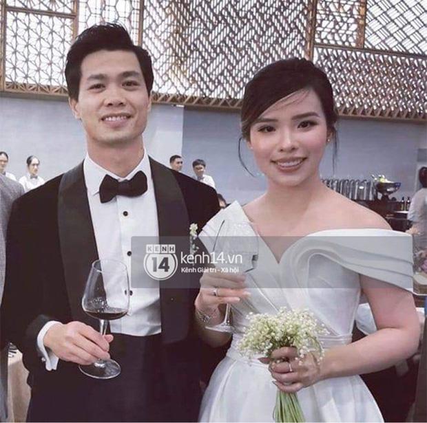 Khoảnh khắc Viên Minh mải mê tung hoa cưới, ai dè hết Văn Toàn đến Hồng Duy quấn lấy chú rể Công Phượng sau lưng-5