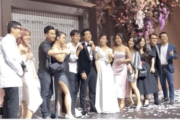 Dân mạng truy lùng danh tính cô gái độc thân khiến Văn Toàn ngại ngùng khi đứng đối diện, còn thẳng tay giành hoa trong đám cưới Công Phượng-3