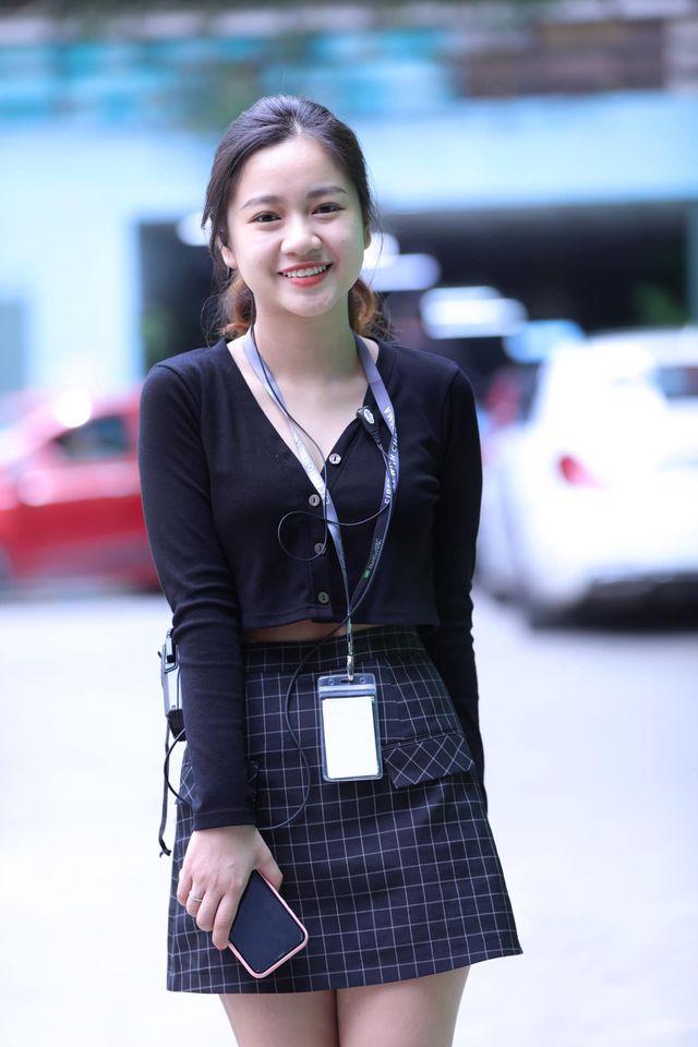Dân mạng truy lùng danh tính cô gái độc thân khiến Văn Toàn ngại ngùng khi đứng đối diện, còn thẳng tay giành hoa trong đám cưới Công Phượng-6