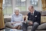 Đúng dịp kỷ niệm 73 năm ngày cưới của Nữ hoàng Anh, nhà Meghan Markle cố tình chiếm spotlight bằng thông tin gây xôn xao dư luận-4
