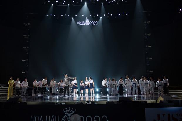Tổng duyệt chung kết HHVN 2020: Tiểu Vy - Hoàng Thuỳ Linh đọ sắc bất phân thắng bại, Á hậu Kiều Loan lộ diện sau tin đồn hẹn hò-12