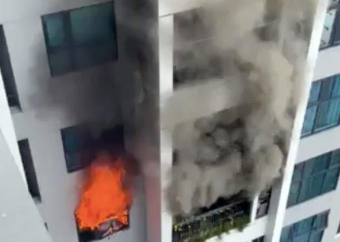 Cháy chung cư ở Hà Nội, cả trăm người tháo chạy-1