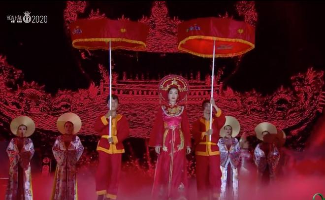 Đỗ Thị Hà đăng quang Hoa hậu Việt Nam 2020-26