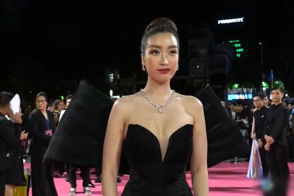 'Bóc trần' nhan sắc thật của dàn mỹ nhân trên thảm đỏ Hoa hậu Việt Nam