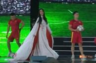 Trần Tiểu Vy trở thành đề tài gây tranh cãi với màn xuất hiện khá khó hiểu khi diện trang phục áo dài tại Chung kết Hoa hậu Việt Nam 2020