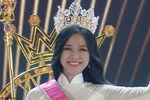 Biểu cảm khó hiểu của Tân Hoa hậu Việt Nam 2020: Mắt muốn khóc nhưng miệng thì muốn cười, có lúc lại thẫn thờ?-6