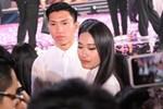 Biểu cảm ơ mây zing của gái đẹp khi chứng kiến Đoàn Văn Hậu lên thẳng sân khấu tặng hoa cho Doãn Hải My-3