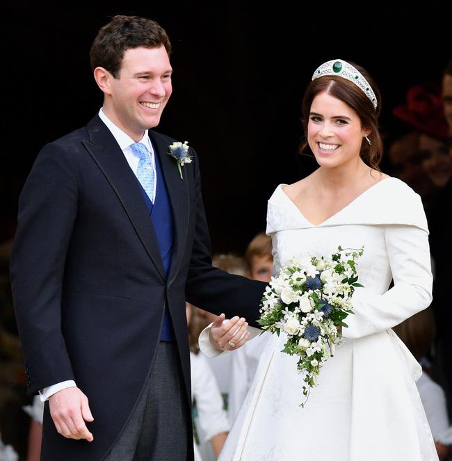 Đúng dịp kỷ niệm 73 năm ngày cưới của Nữ hoàng Anh, nhà Meghan Markle cố tình chiếm spotlight bằng thông tin gây xôn xao dư luận-3