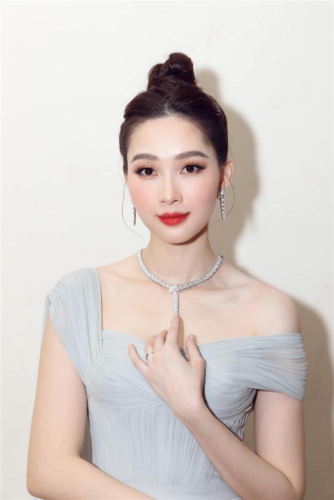 Nhan sắc Đặng Thu Thảo trong đêm chung kết Hoa hậu Việt Nam 2020-2