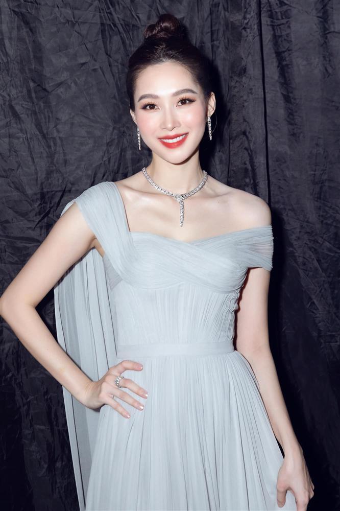 Nhan sắc Đặng Thu Thảo trong đêm chung kết Hoa hậu Việt Nam 2020-3