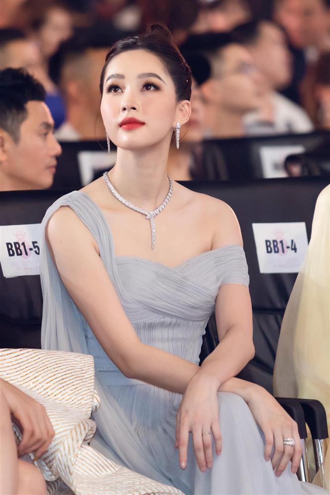 Nhan sắc Đặng Thu Thảo trong đêm chung kết Hoa hậu Việt Nam 2020-5
