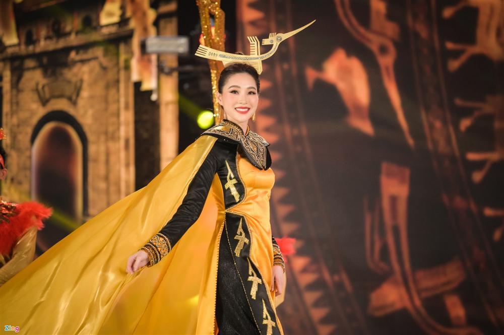 Nhan sắc Đặng Thu Thảo trong đêm chung kết Hoa hậu Việt Nam 2020-9