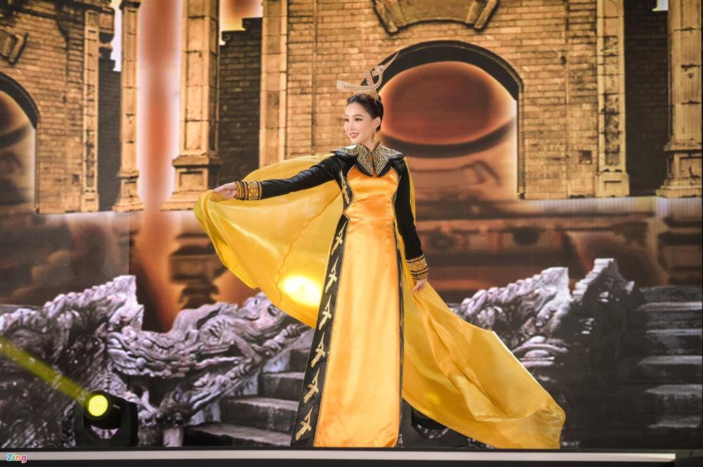 Nhan sắc Đặng Thu Thảo trong đêm chung kết Hoa hậu Việt Nam 2020-10