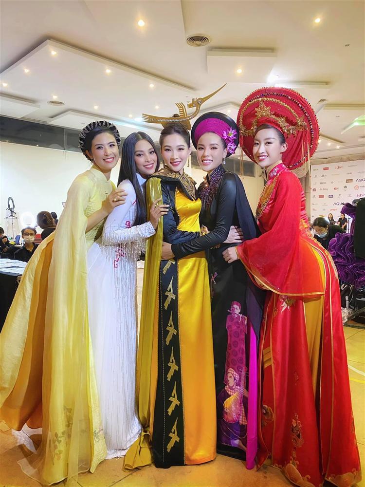 Nhan sắc Đặng Thu Thảo trong đêm chung kết Hoa hậu Việt Nam 2020-11