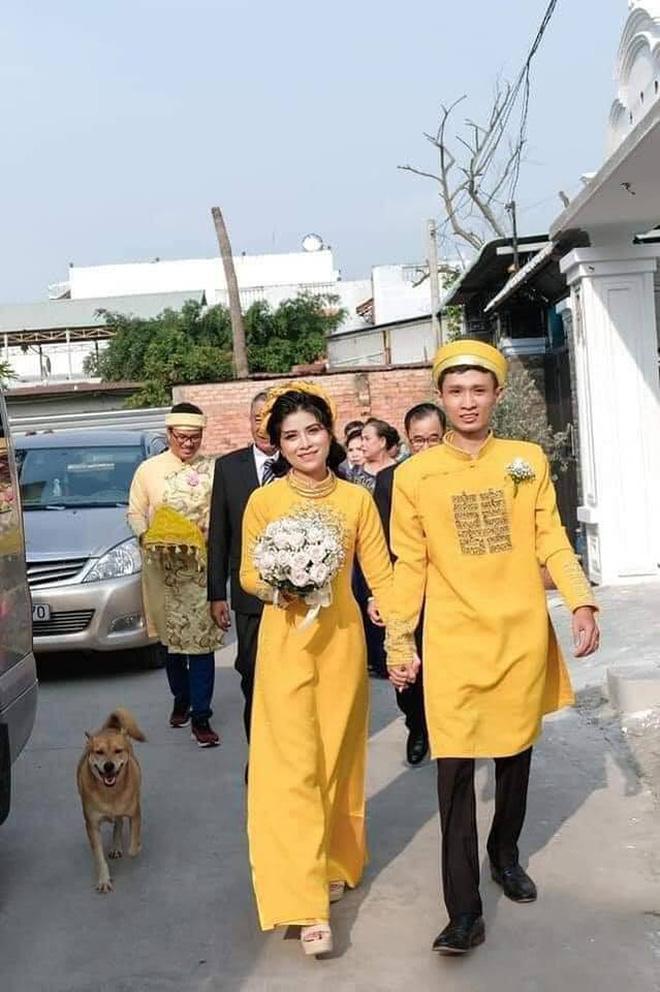 Đám cưới rộn ràng khắp MXH nhờ sự xuất hiện của... một chú chó, biểu cảm vui như Tết khiến ai cũng phải bật cười-2