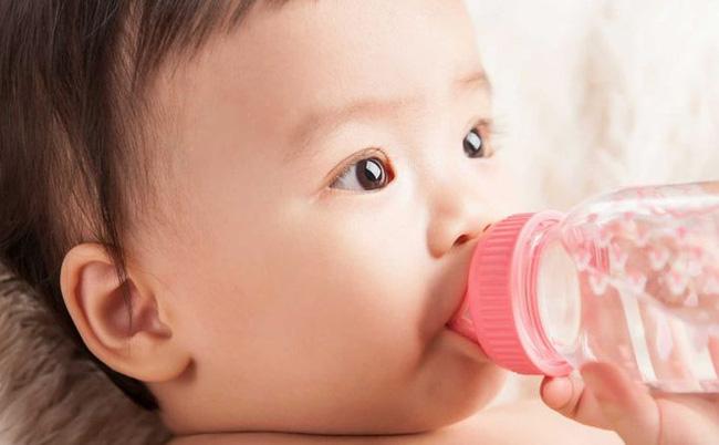 6 việc không nên làm khi trẻ dưới 3 tháng tuổi, nếu không sẽ gây nguy hiểm cho sự phát triển của trẻ-3