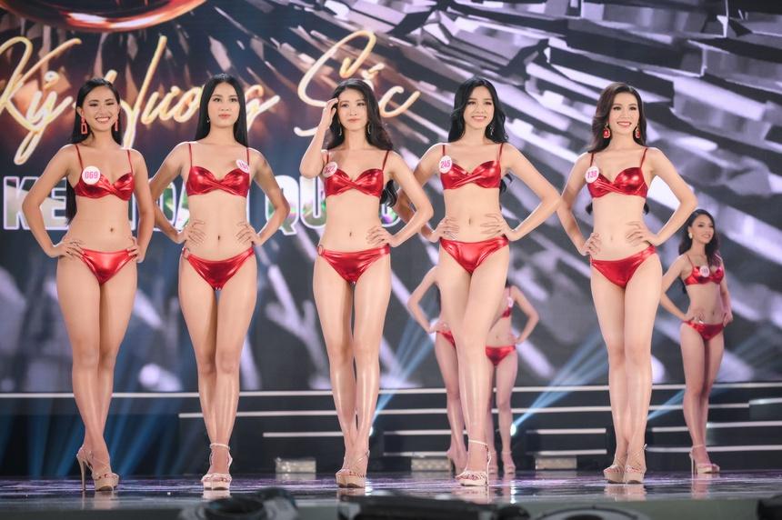 Ảnh kéo chân tới mất đầu gối của thí sinh Hoa hậu Việt Nam-4