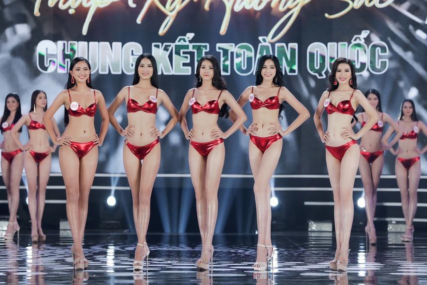 Ảnh kéo chân tới mất đầu gối của thí sinh Hoa hậu Việt Nam-5